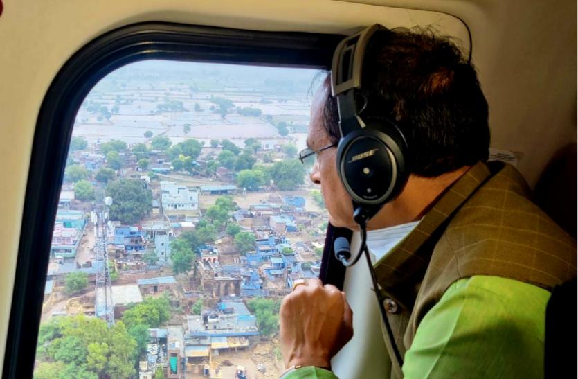 बाढ़ ग्रस्त इलाकों के हवाई दौरे पर शिवराज : मौसम विभाग ने जारी की 48 घंटे में तेज बारिश की चेतावनी, खाली कराये गए 30 और गांव