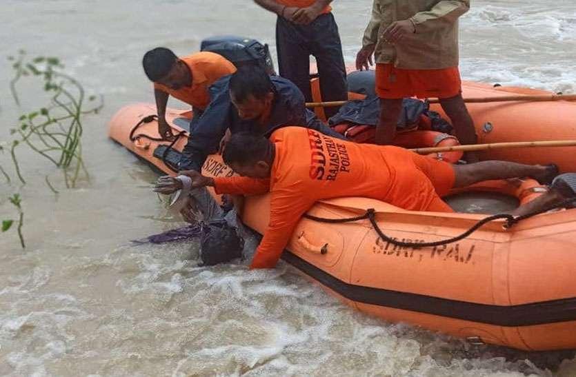 32 घंटे बाद गड्ढे में मिला पानी में बहे रामजीलाल का शव
