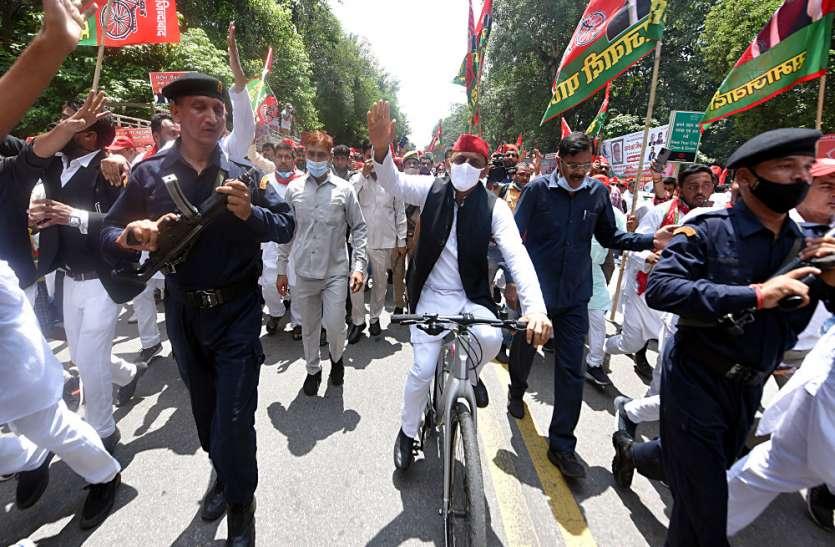 पूर्व मुख्यमंत्री की साइकिल रैली में नहीं किया गया कोरोना गाइड लाइन का पालन
