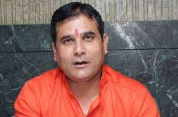 बीजेपी विधायक ने अधिकारियों पर लगाए गंभीर आरोप, बोले ये विपक्षी पार्टी के नुमाइंदे हैं