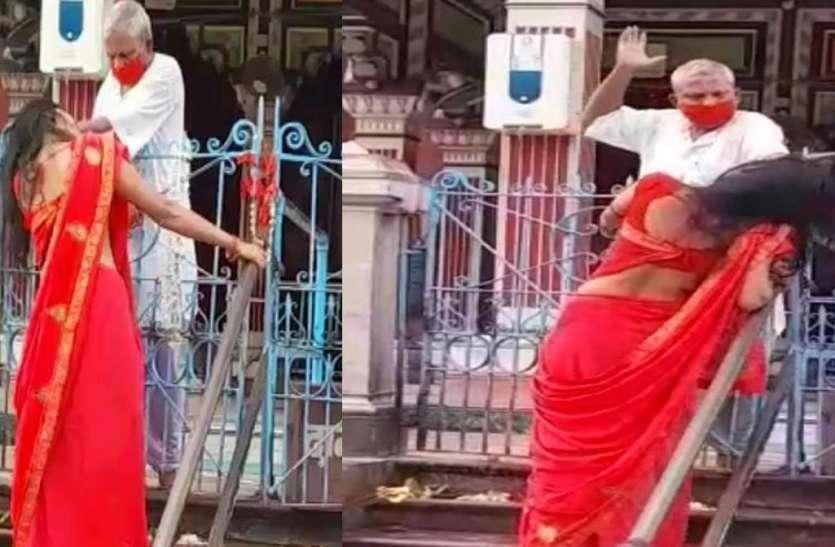 दरभंगाः श्यामा मां मंदिर में पूजा करने आई महिला की पुजारी ने बाल पकड़ कर की पिटाई, वायरल हुआ वीडियो