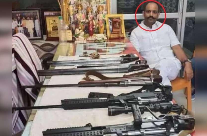 भड़काऊ नारेबाजी मामले में फरार पिंकी चौधरी की हथियारों के साथ फोटो वायरल, दिल्ली पुलिस कर रही तलाश