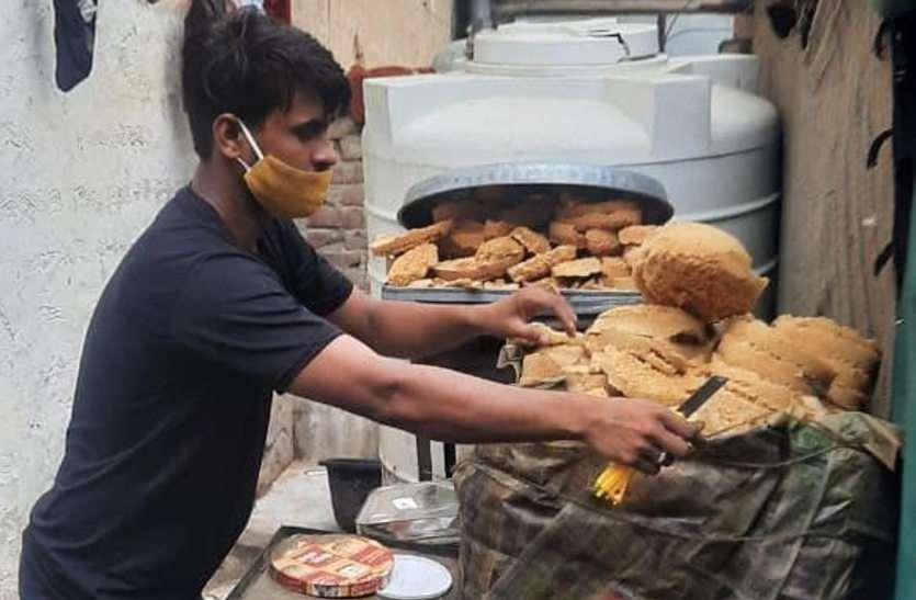 एलएमबी कैटर्स पर स्वास्थ्य विभाग की कार्रवाई, बासी घेवर और मिलावटी मिल्क केक करवाया नष्ट