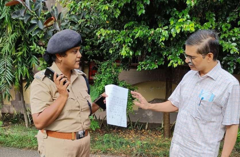 गोरखपुर जा रहे पूर्व आइपीएस अमिताभ ठाकुर हाउस अरेस्ट, सीएम योगी के खिलाफ चुनाव लड़ने का कर चुके हैं ऐलान