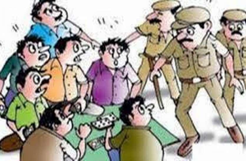 24 घंटे में चार जगहों पर पुलिस ने मारा छापा,  जुआ खेलते 31 को पकड़ा, 7.10 लाख का सामान जब्त किया