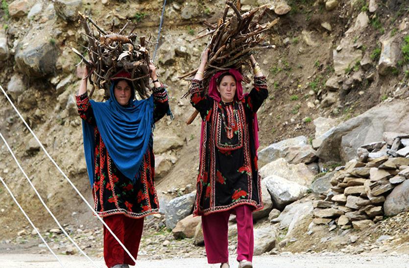 सामयिक :70 बरस में खरबों खर्च, फिर भी कश्मीर की आवाम खाली हाथ