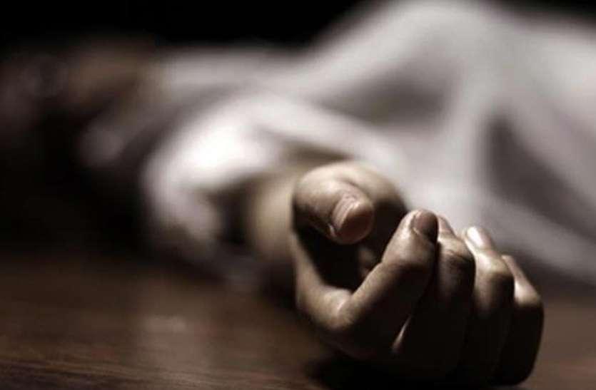 कमरे में पंखे के सहारे लटका मिला विवाहिता का शव, दुष्कर्म के बाद हत्या कर शव लटकाने की आशंका