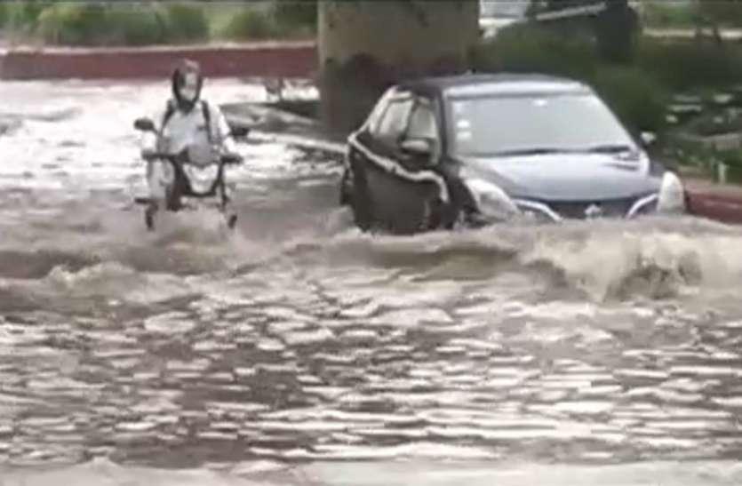 मूसलाधार बारिश से हाईटेक सिटी नोएडा पानी-पानी, अगले 24 घंटे जारी रहेगा बारिश का दौर
