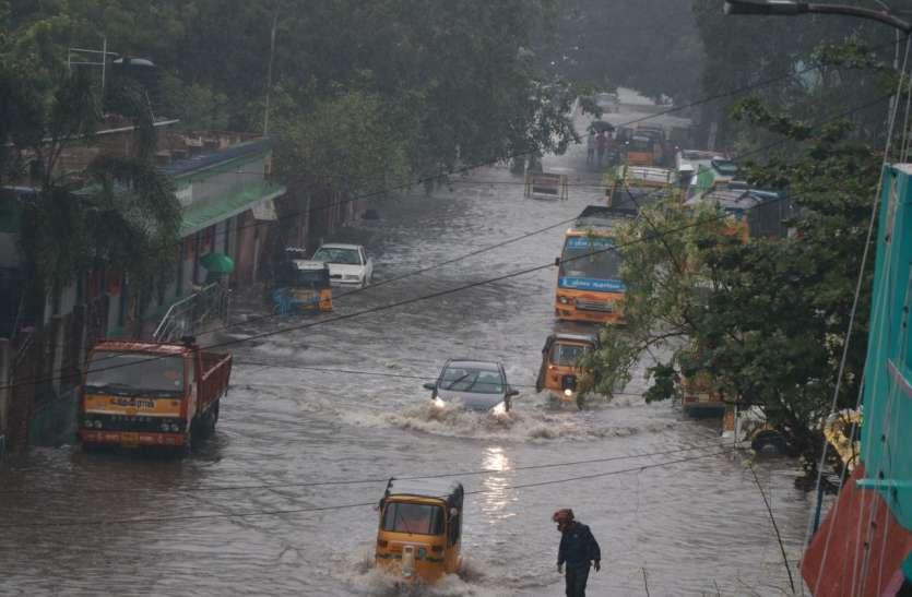 झमाझम बारिश से बदहाल हुआ चेन्नई, तालाब में तब्दील हुई सडक़ें