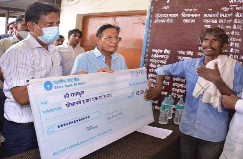 यूडीएच मंत्री ने देखे बाढ़ प्रभावित गांव