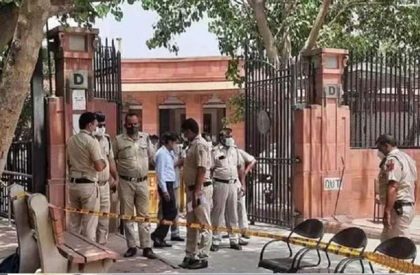 BSP सांसद अतुल राय मामले में सुप्रीम कोर्ट के बाहर खुदकुशी करने वाले युवक की मौत, युवती का इलाज जारी