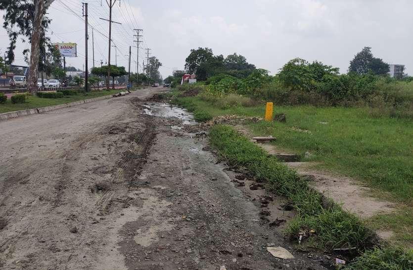 सीएम की नाराजगी के बाद तेजी से शुरू हुआ सड़कों का सुधार, एक दिन में ही कई किमी सड़कें दुरुस्त