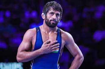टोक्यो ओलंपिक मेडलिस्ट बजरंग पूनिया को लगा बड़ा झटका, चोट के चलते वर्ल्ड चैंपियनशिप से हुए बाहर