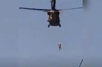तालिबान ने अमरीका के मददगार को दी खौफनाक सजा, शव को हेलिकॉप्टर से लटकाकर पूरे शहर में घुमाया