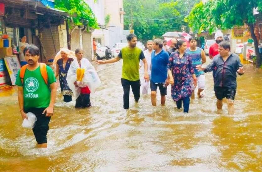 बारिश के बाद Delhi Municipal Corporation की खुली पोल, कांग्रेस-बीजेपी ने केजरीवाल पर साधा निशाना