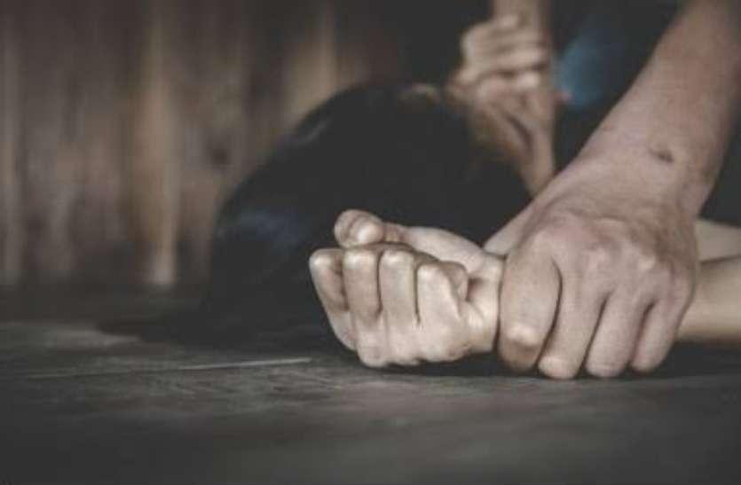 सतना में बलात्कार के बाद सामाजिक पंचायत, पीडि़त परिवार पर समझौते का दबाव