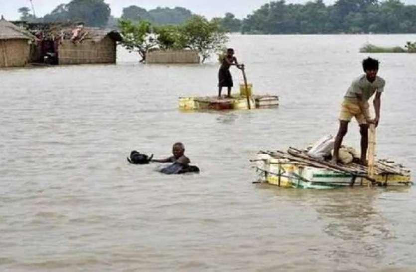 बिहार में खतरे के निशान से ऊपर बह रही नदियां, 20 लाख लोग बाढ़ से प्रभावित 53 की मौत