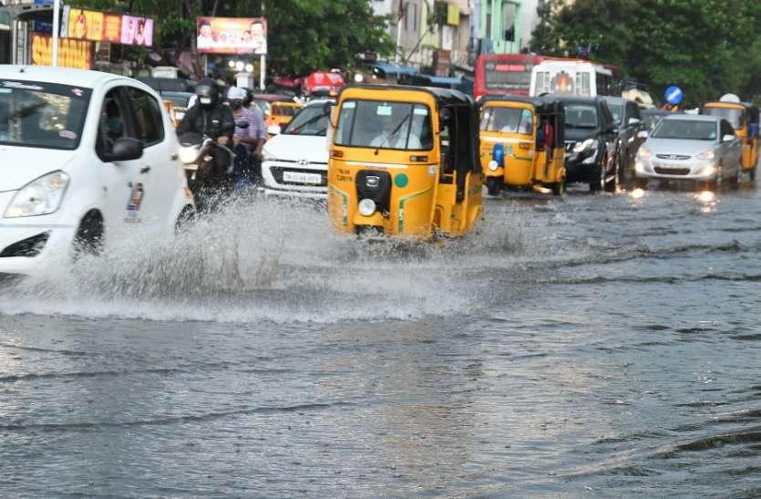 चेन्नई में झमाझम बारिश से सडक़ों पर भरा पानी, आने-जाने में लोगों को हुई दिक्कत