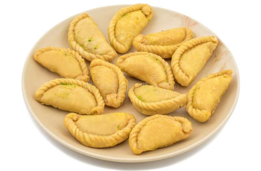 Sooji Mawa Gujiya Recipe: ऐसे बनाएं स्वादिष्ट सूजी मावा गुजिया
