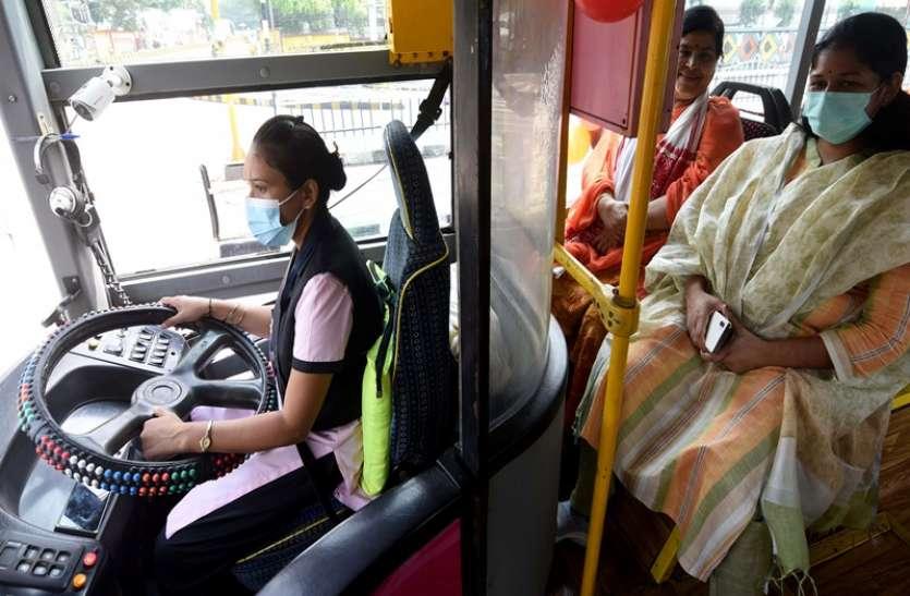 इंदौर फिर बना नंबर वन, रितु नरवाल बनी एमपी की पहली महिला बस ड्राइवर, 2 पिंक बसों को दिखाई गई हरी झंडी