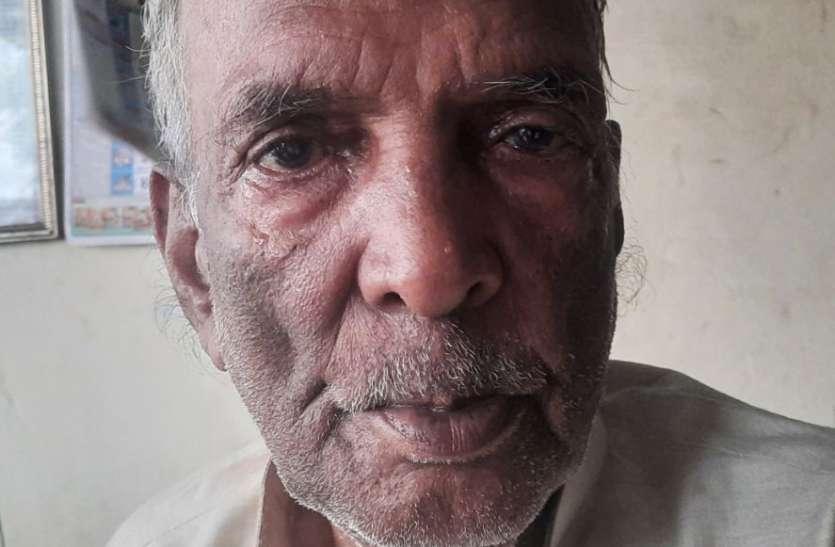 Breaking news 7.5 लाख के लिए 88 साल के बुजुर्ग को चार साल से चक्कर कटवा रही समिति