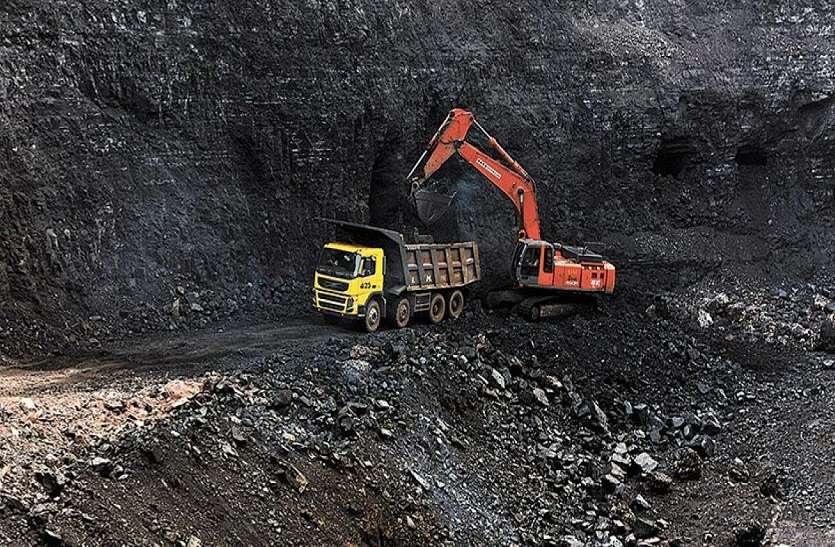 illegal mining : अवैध खनन और परिवहन के खिलाफ रात्रिकालीन गश्त
