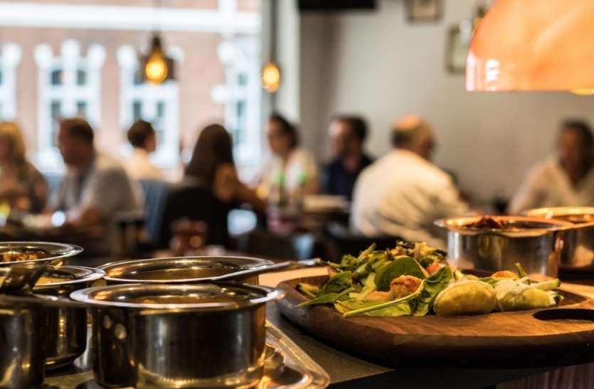कोरोना का असर घटने से बढ़ा बाहर खाने का चलन, 70 फीसदी बढ़ गया रेस्टॉरेंट बिजनेस