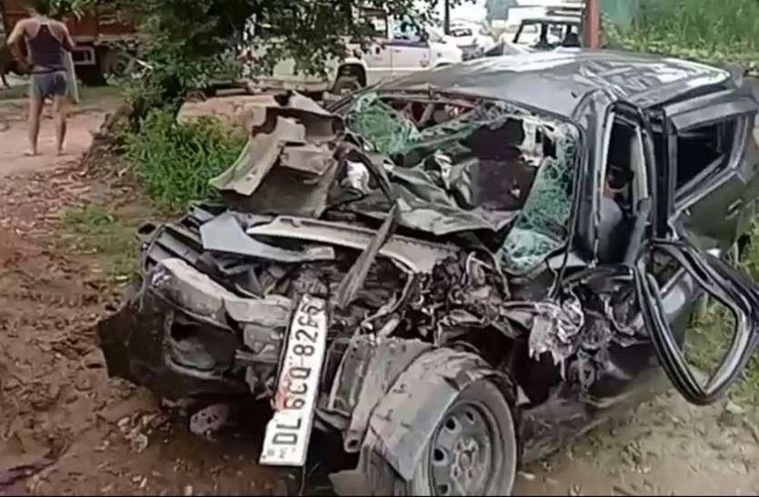 भीषण सड़क हादसा : कार और ट्रक की भिड़ंत में हरिद्वार से लौट रहे दो बच्चों समेत 5 की मौत, दो की हालत नाजुक