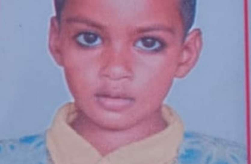 रविवार से गायब 4 वर्षीय मासूम का शव इस हालत में मिला, परिजन ने हत्या कर शव को फेंकने का लगाया आरोप