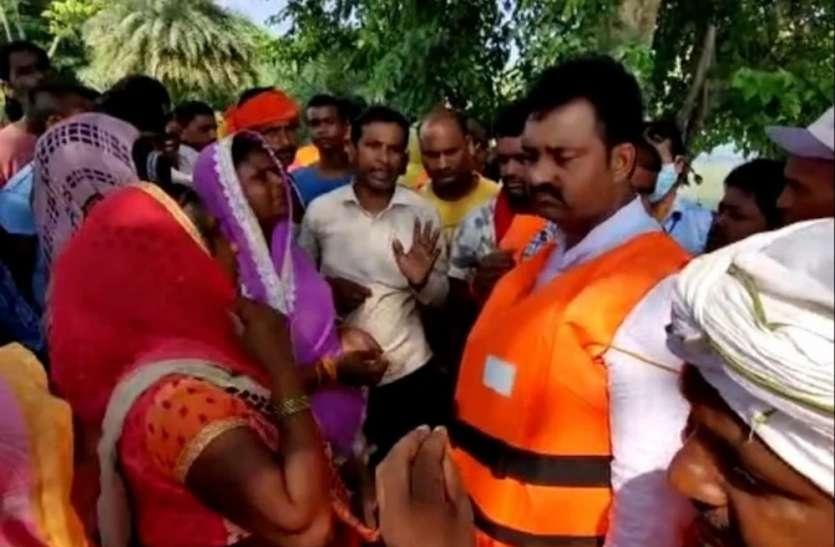 स्थिति का जायजा लेने पहुंचे सांसद को गांव में घुसने की नहीं मिली इजाजत, लोगों ने कहा वापस चले जाएं