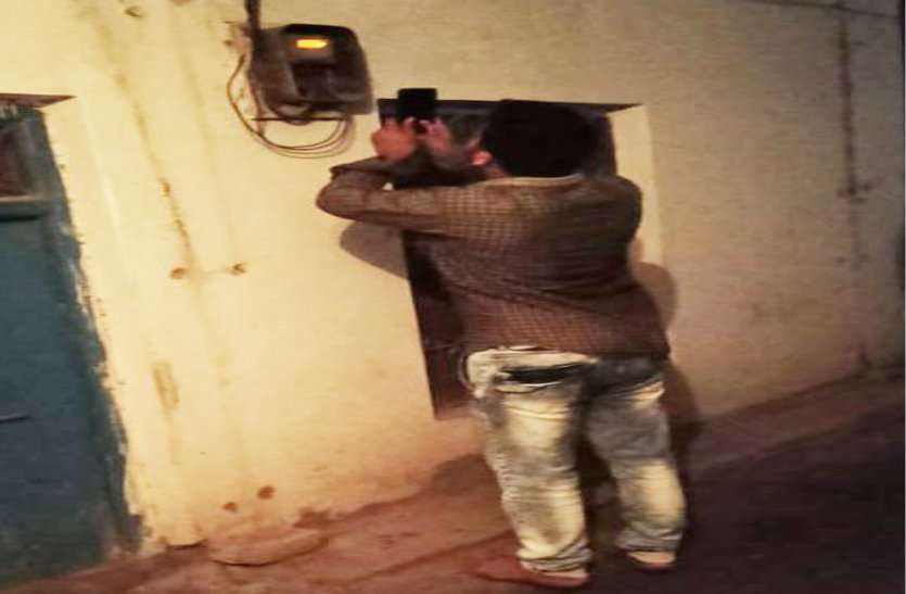 सब्सिडी का लाभ लेने लोग खुद ही कर रहे बिजली बिल के लिए फोटो रीडिंग