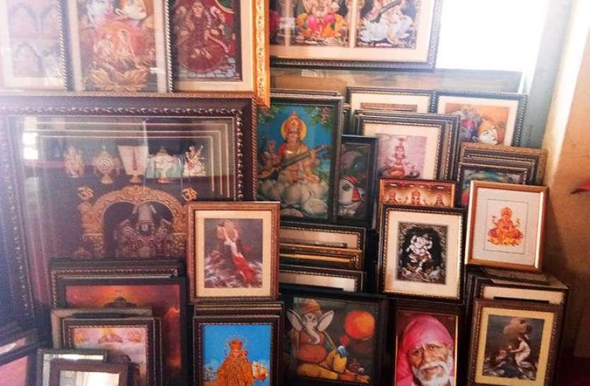 Vastu Tips : दुकान और ऑफिस में भूलकर भी न लगाएं  ये 5 तस्वीरें, रूठ जाएंगी लक्ष्मी, आती है गरीबी और दुर्भाग्य