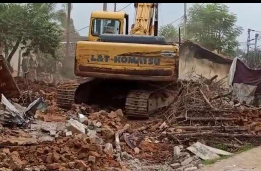 रेलवे ने तोड़ा पीएम आवास, खाद्य मंत्री ने भूमि का मालिकाना हक और आवास योजना दिलाने दिए निर्देश