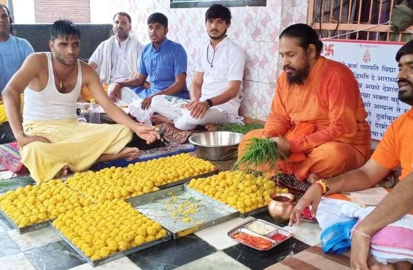 घरों में ही हुई गणपति की स्थापना, मंदिरों में हुई विशेष पूजा