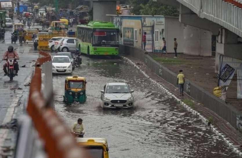 Delhi Weather News Updates Today: दिल्ली में सुबह हो रही बारिश, कई इलाकों में जल जमाव से यातायात प्रभावित