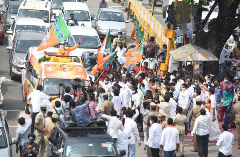 वाहनों से नेताओं सहित अन्य तस्वीरें 60 दिनों में हटाई जाए : मद्रास हाईकोर्ट