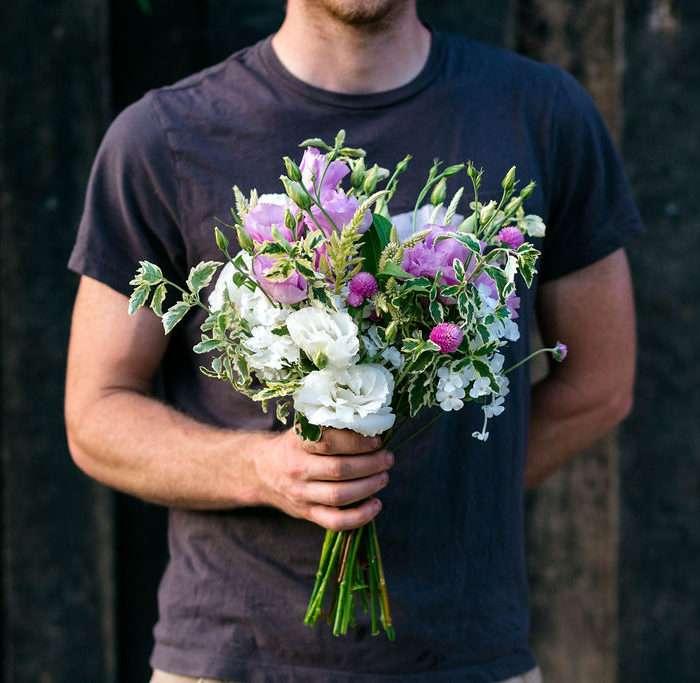 gifting_flowers.jpg