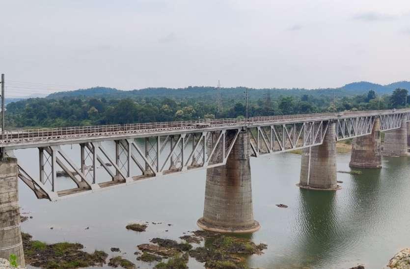 तवा रेलवे ब्रिज के 15१ वर्ष पूरे, १९ महीने में बनाया गया था रेल ब्रिज