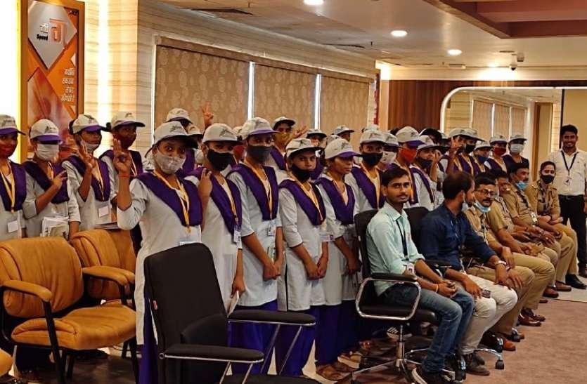 दीनदयाल उपाध्याय ग्रामीण कौशल योजना के प्रशिक्षुओं को डायल 112 दफ्तर में मिला प्रशिक्षण