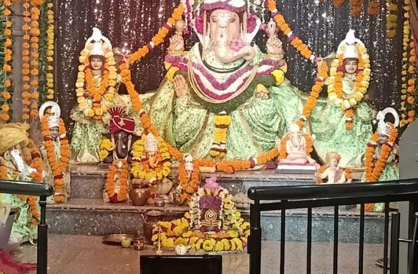 घर-घर गणपति बप्पा मोरिया का जयघोष, गूंज रही आरती की स्वरलहरियां