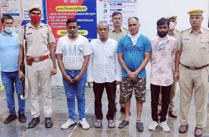 फर्जी रजिस्ट्री मामले में पांच हजार के ईनामी आरोपी सहित चार गिरफ्तार