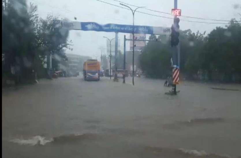 राजधानी समेत प्रदेश के कई इलाकों में झमाझम बारिश, सड़कों पर तालाब जैसा नजारा