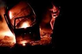 आग का गोला बनी वैन, हादसे में बुरी तरह झुलसे 9 व्यक्ति