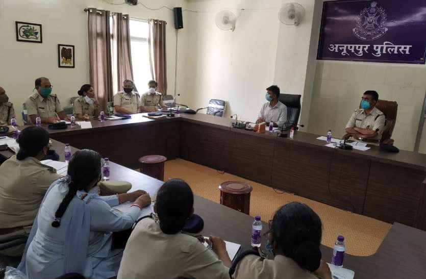 पुलिस अधीक्षक  ने  महिला संबंधी अपराधों की समीक्षा, घटनाओं की प्रकृति सम्बंधि ली जानकारी