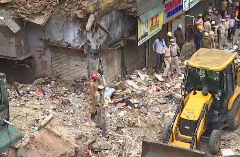Delhi Building Collapsed: सब्जी मंडी इलाके में चार मंजिला इमारत गिरी, मलबे से रेस्क्यू किए गए दो बच्चों की मौत