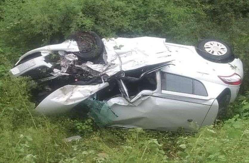 ट्रेलर की टक्कर से कार चालक व महिला की मौत, एक महिला गंभीर