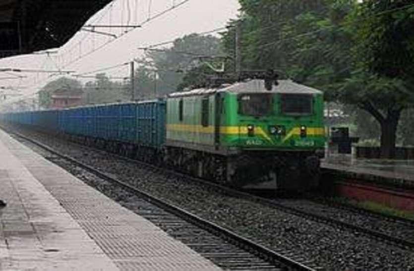 फ्रेट ट्रेन की औसत गति 60 किमी प्रतिघंटे के पार हुई