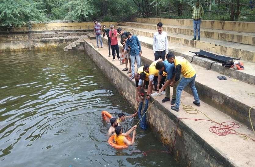 कुंड में डूबने से युवक की मौत