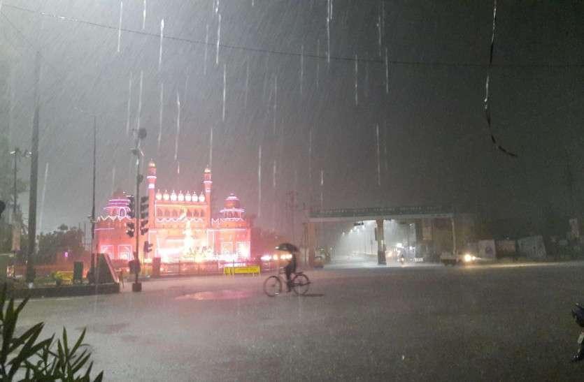 Weather Update: मौसम विभाग के येलो अलर्ट के बाद राजधानी सहित कई जिलों में भारी बारिश, IMD ने कहा- अभी और होगी वर्षा