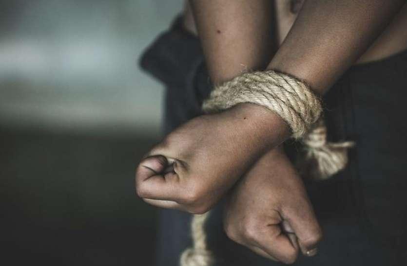 घरेलू विवाद में युवक का अपहरण, पुलिस ने पीछा कर एक घंटे में छुड़ाया